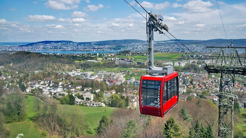 Cable car on the way to Felsenegg in Zurich