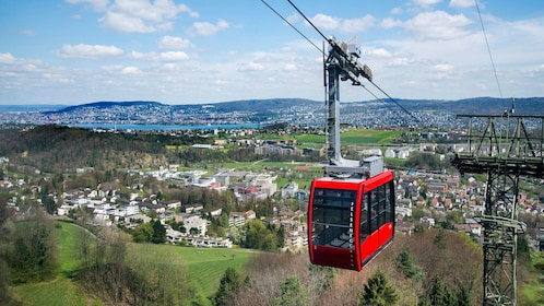 Cable car going up to Felsenegg from Zurich