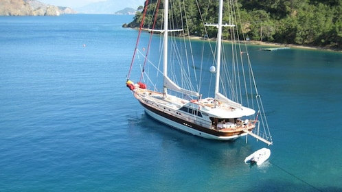 A boat anchored off the coast of Kemer