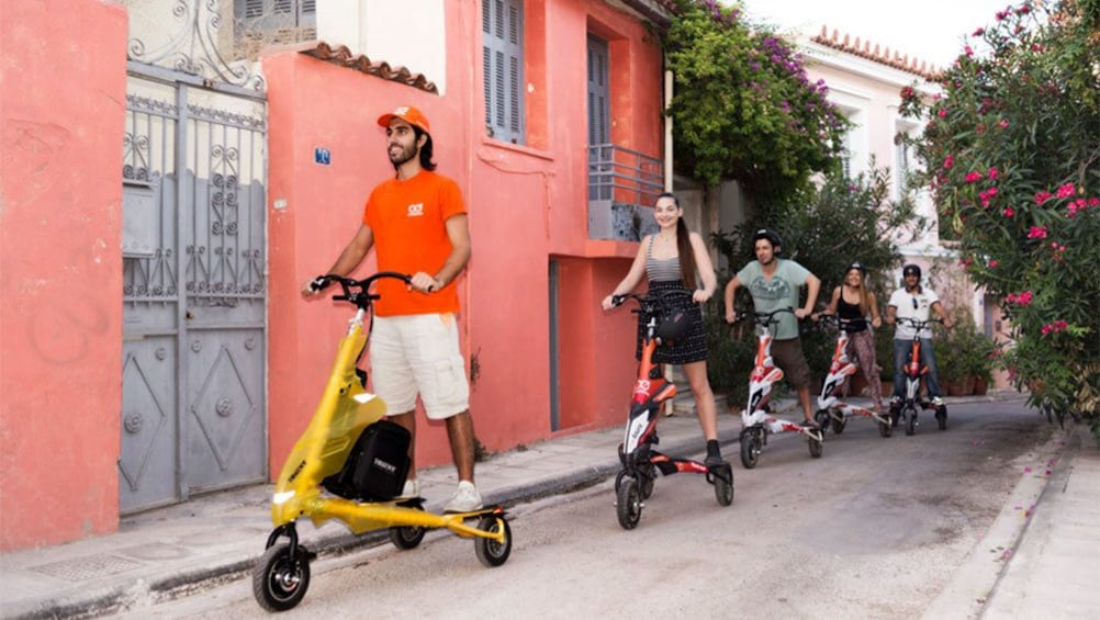 Foto 5 van 5. electrictric tri scooter riders on the road in Athens