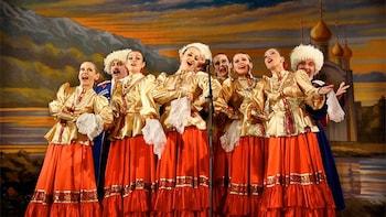 Vorstellung mit russischem Volkstanz und Musik in Sankt Petersburg