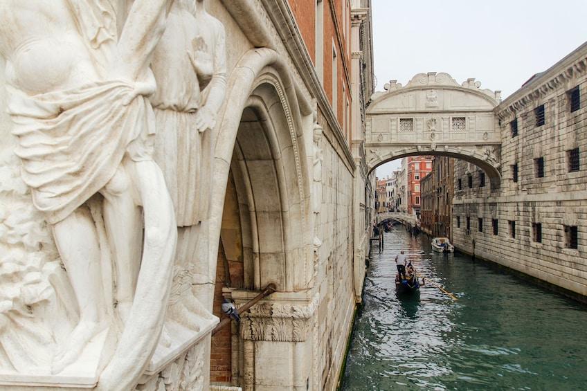 Foto 3 von 10 laden Legendary Venice: St. Mark's Basilica & Doge's Palace Small-Group Tour