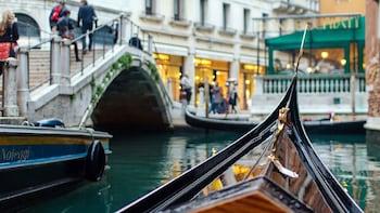 Venice Full-Day Tour: St Mark's Basilica, Doge's Palace & Gondola Ride