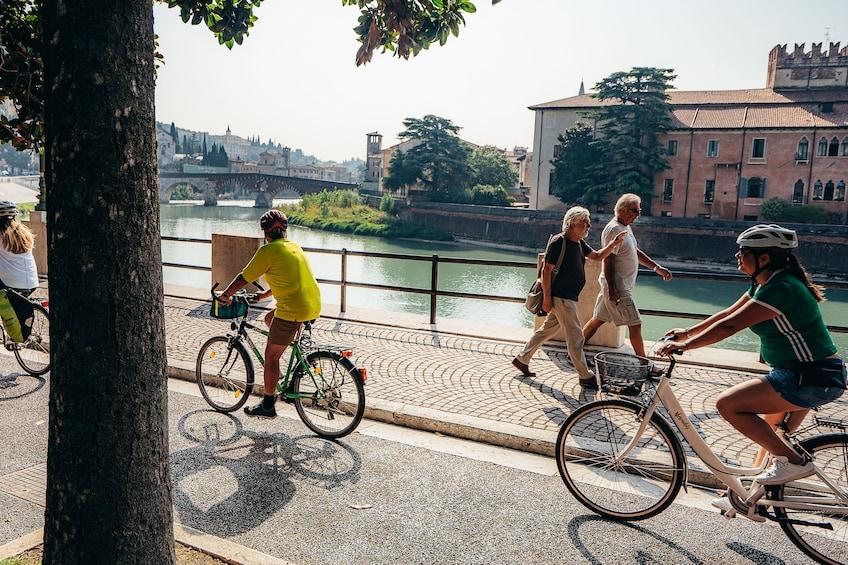 Foto 5 von 10 laden Verona Bike Tour