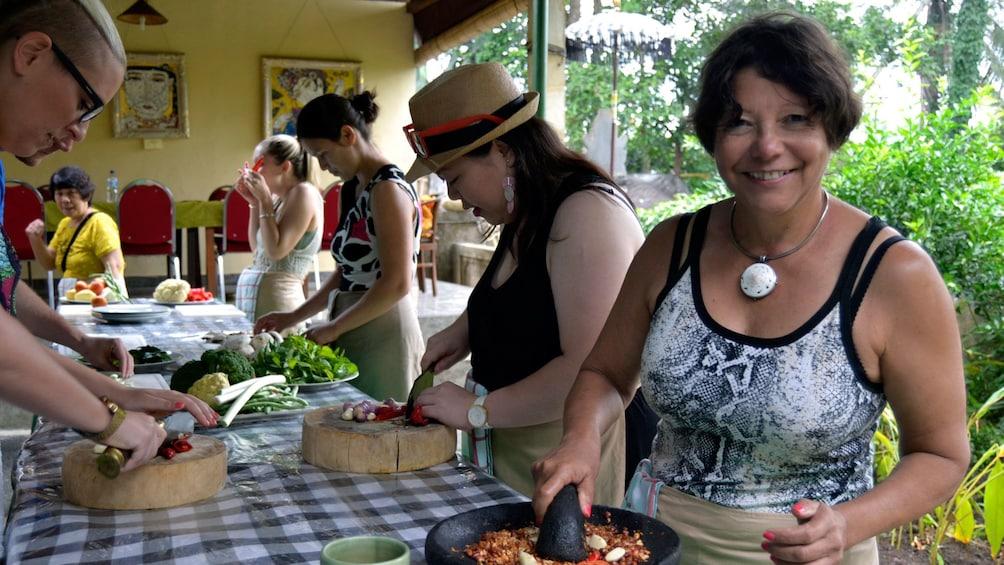 正在顯示第 1 張相片,共 5 張。 Balinese cooking class in Bali