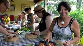 上午 Paon 峇里烹飪班及市場之旅
