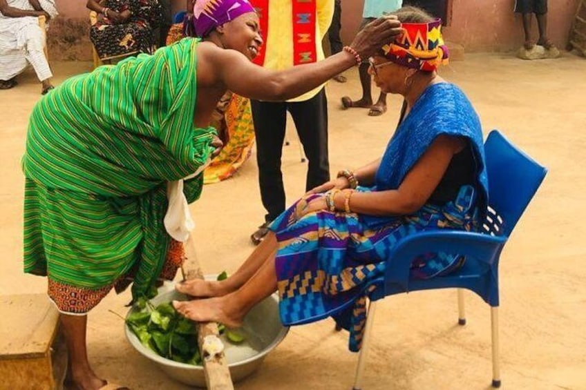 Bonwire Namimg Ceremony and Kente Tourist Center