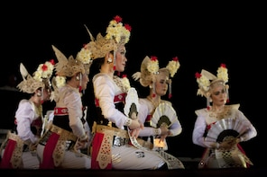 Tur Malam Hari di Ubud dengan Pertunjukkan Tari Legong Ramayana