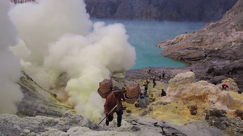 sulfur-mining-operation-inside-crater-of-kawah-ijen-volcano-in-east-java-indonesia_712u9985__F0000.png