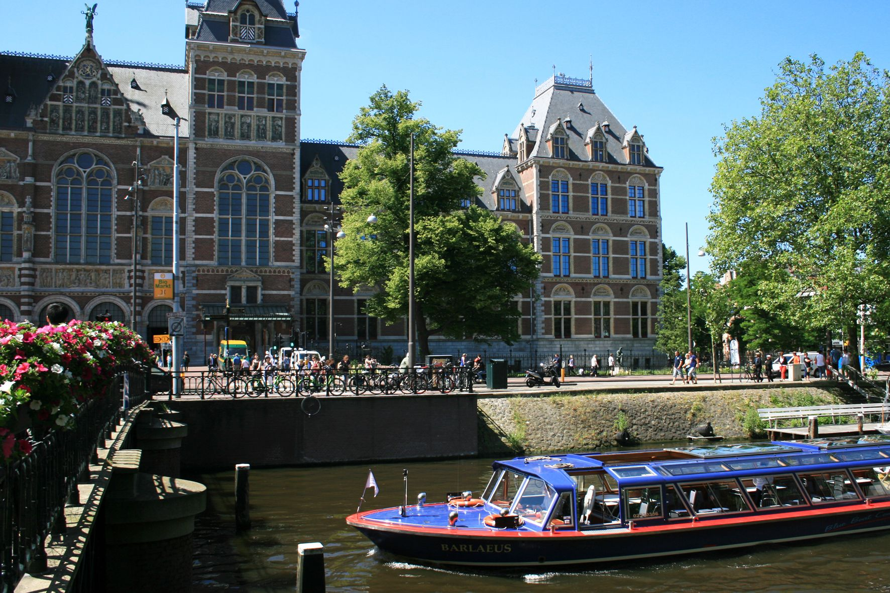 Rijksmuseum Ticket & City Canal Cruise