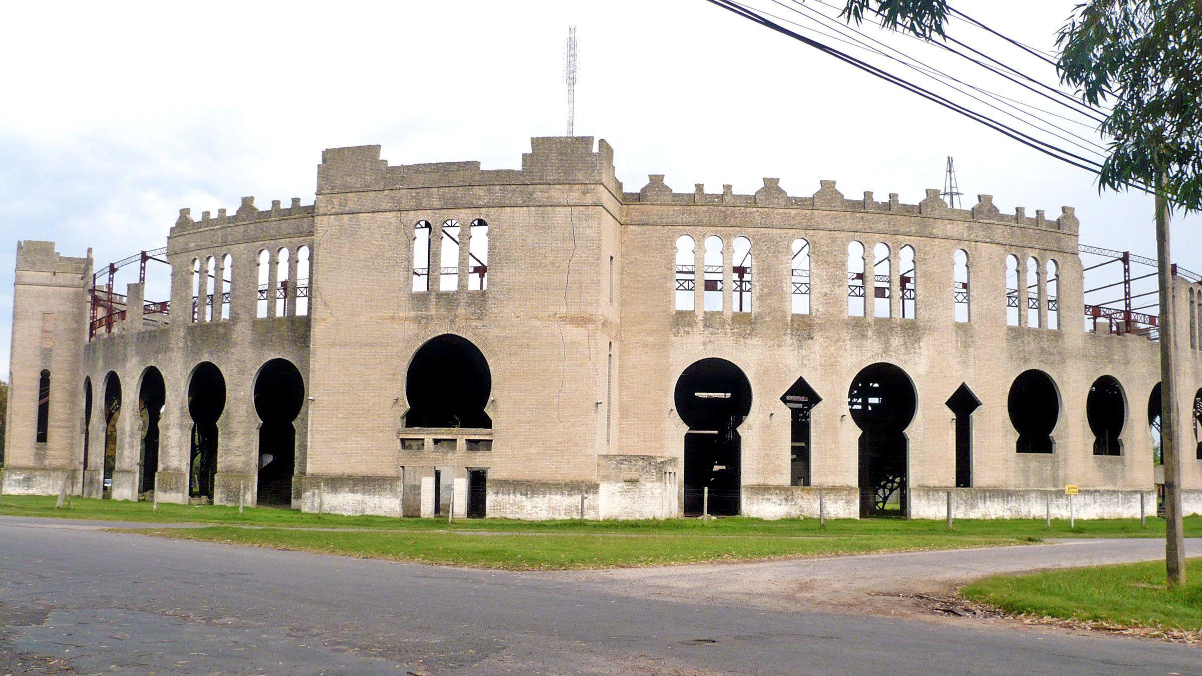 the outer walls of the Plaza de toros Real de San Carlos in Argentina