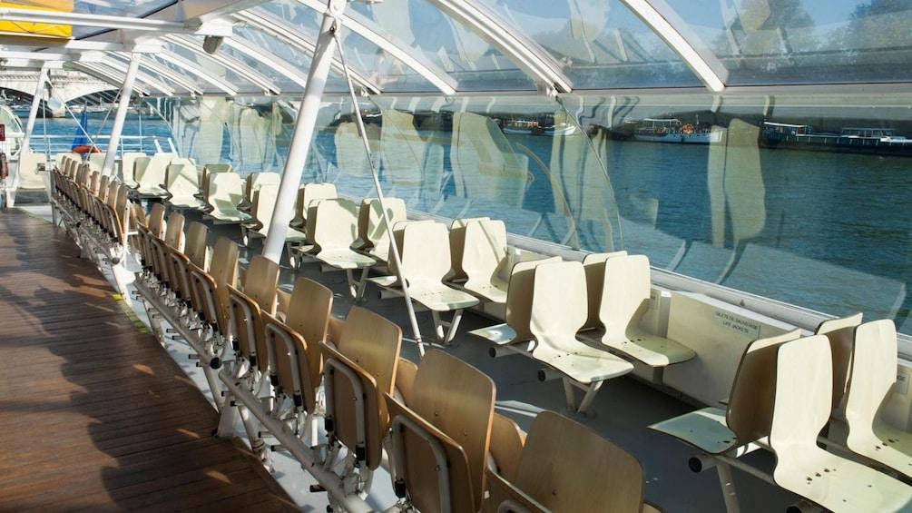 Öppna foto 2 av 10. sightseeing boat in paris