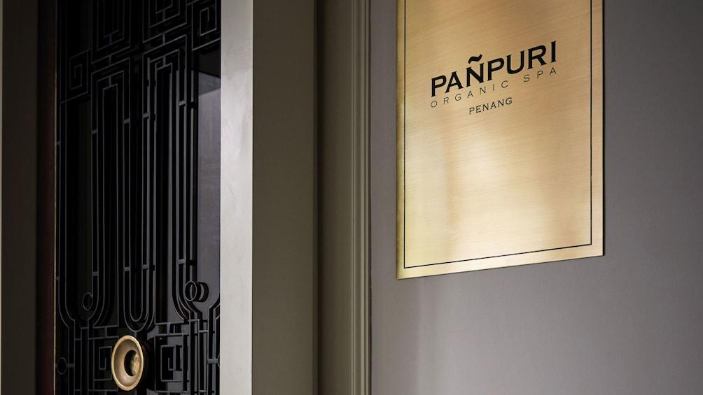正在顯示第 1 張相片,共 5 張。 Door to the Pañpuri Organic Spa Penang