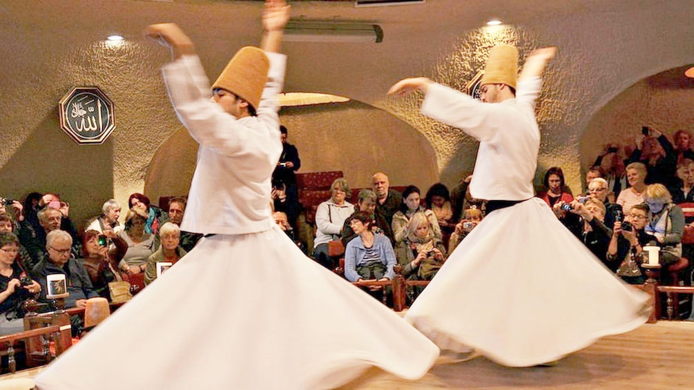 Charger l'élément 2 sur 5. Performers at the Whirling Dervishes Show in Cappadocia