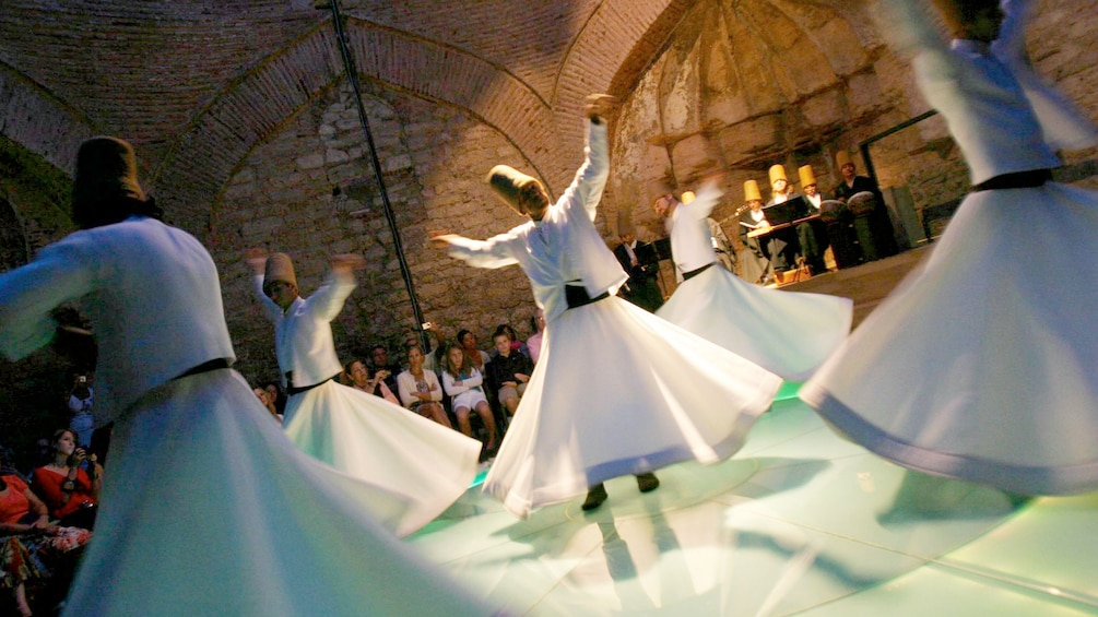 Charger l'élément 1 sur 5. Performers dancing at the Whirling Dervishes Show in Cappadocia