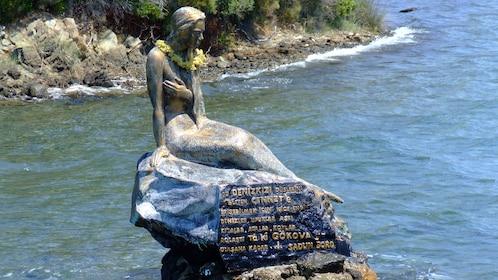 statue of mermaids
