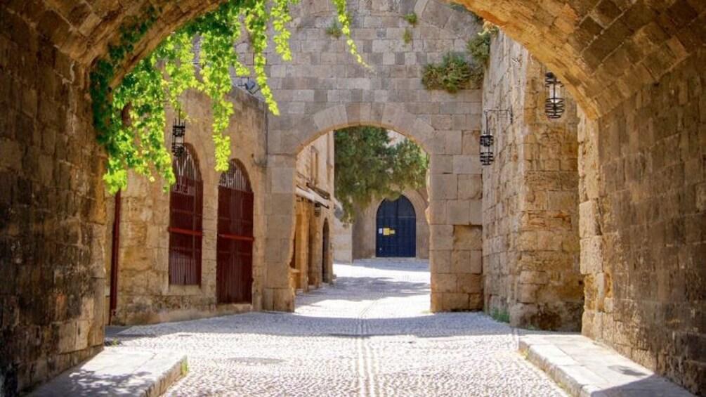 Åpne bilde 3 av 5. Arches over a narrow street in Rhodes