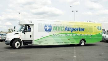 Autobús compartido: traslado entre el aeropuerto John F. Kennedy (JFK) y el...