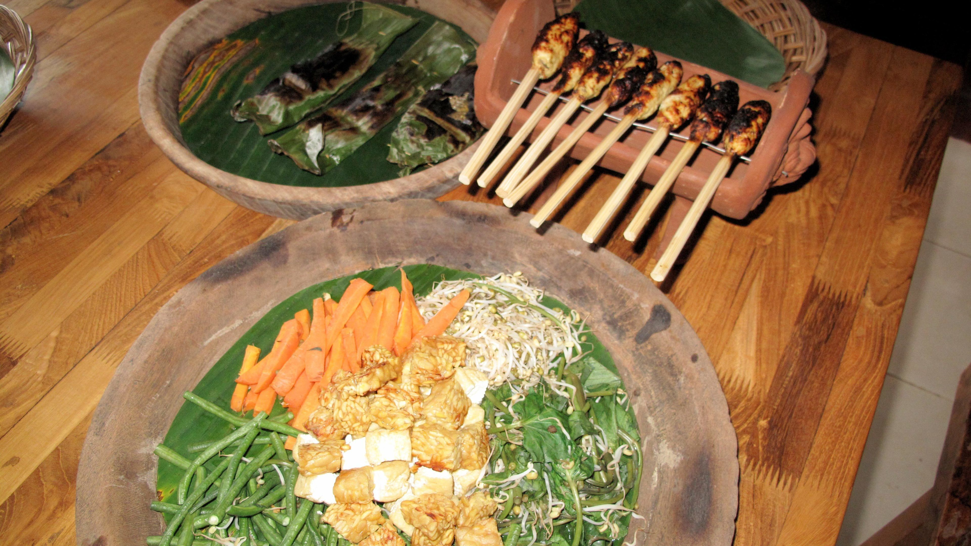 Balinese Cooking Lesson in Indonesian Kitchen Ubud