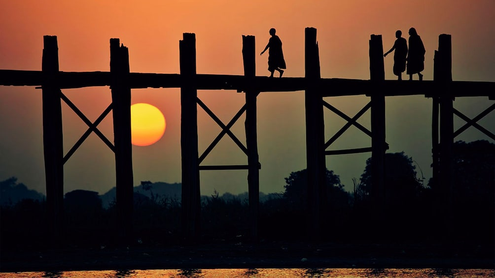 Sunset view of the historic & beautiful U Bein Bridge in Mandalay