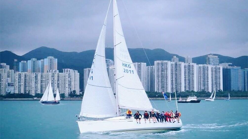 正在顯示第 3 張相片,共 5 張。 Tour group on catamaran cruise of Hong Kong