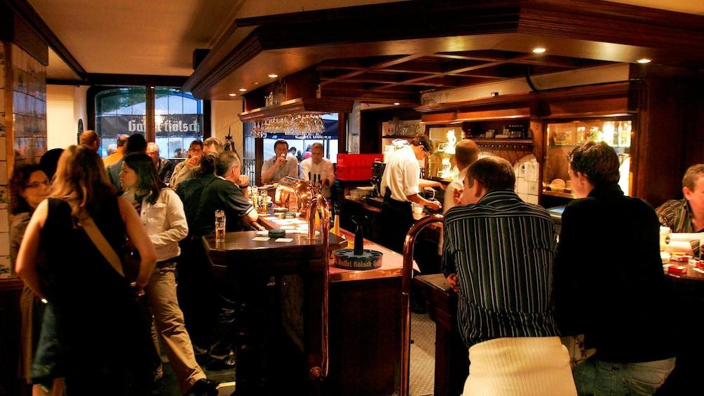 Foto 5 von 5 laden interior of bar in cologne