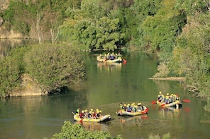 Rafting in the Almadenes Canyon with visit to two Caves and Photo Report