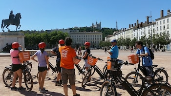 2H Small-Group Electric Bike Tour in Lyon - Local certified