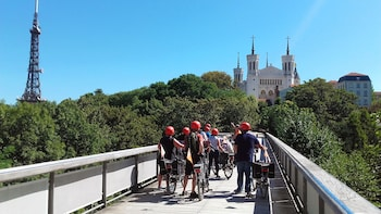 4H Electric Bike Tour with Food Tasting - Local certified