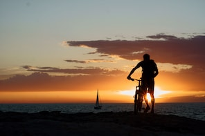 CHILL SUNSET TOUR with E-BIKE or BIKE