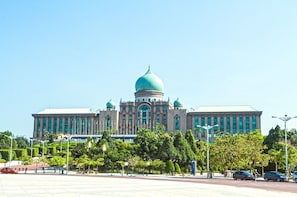 Half-Day Putrajaya Tour with Lake Cruise from Kuala Lumpur