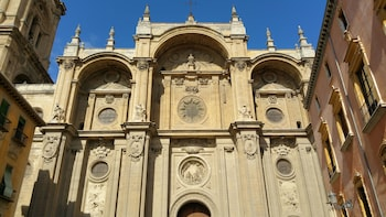 Cathedral and Royal Chapel. Private tour