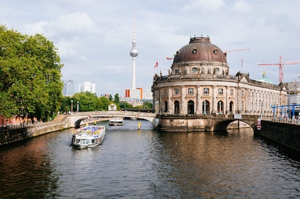 Withlocals LIVE Virtual Experience - Drive Around Berlin