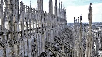 """Tour dei sotterranei e della terrazza del Duomo con ingresso """"salta la..."""