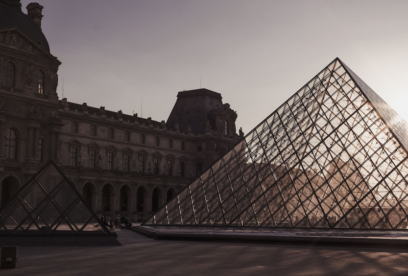 Show item 10 of 10. Live Online Tour: The Highlights of the Louvre Museum