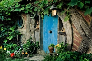 Hobbiton Film Set:- Return Small Guided Tour Ex Auckland