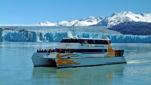 Argentino Lake boat sail