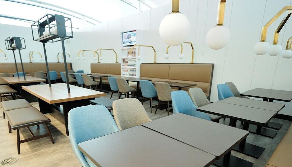 Show item 5 of 9. Plaza Premium Lounge at Toronto Pearson International Airport (YYZ)