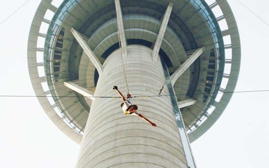 正在顯示第 5 張相片,共 7 張。 Bungee Jump with Macau Tower Admission