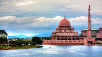 Futuristic Putrajaya & Garden City Half-Day Tour
