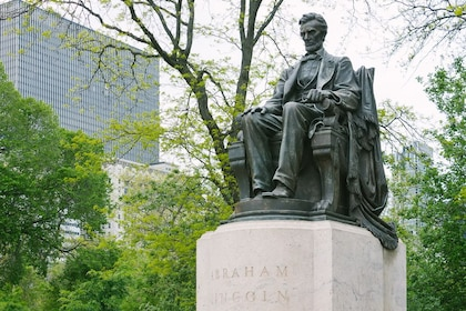 Abe Lincoln Statue- Grant Park .jpg