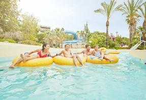 Excursión de un día completo a Caribe Aquatic Park desde Barcelona