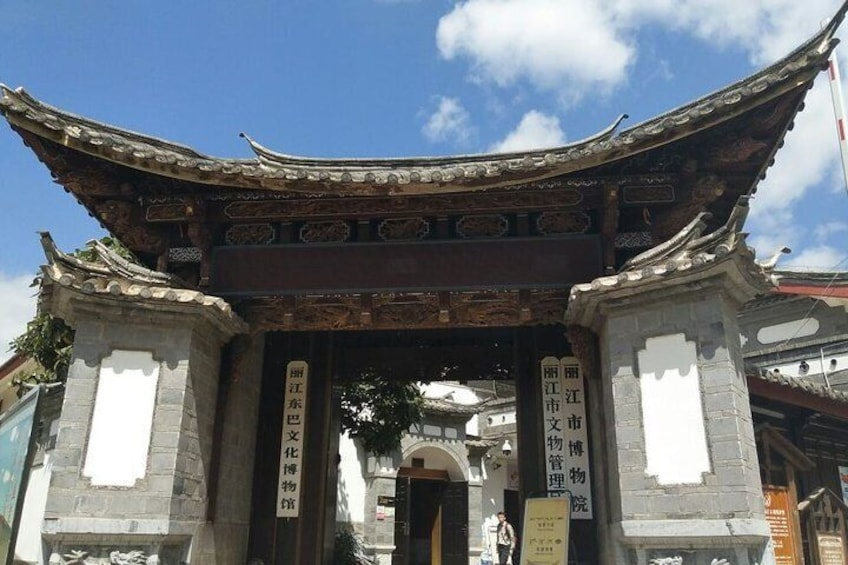 Private Day Tour of Lijiang Old Town, Black Dragon Pool and Dongba Culture