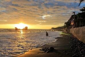 Beach Tour: 3 different coast (La Libertad Craft Pier, El Sunzal and El Tun...