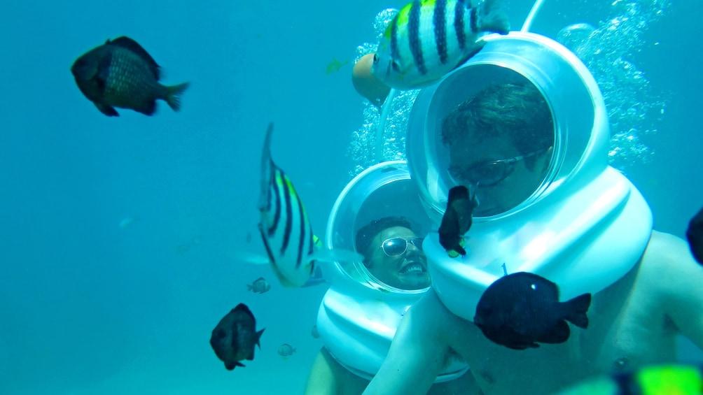 Charger l'élément 1 sur 10. Couple enjoying an underwater adventure in BAli