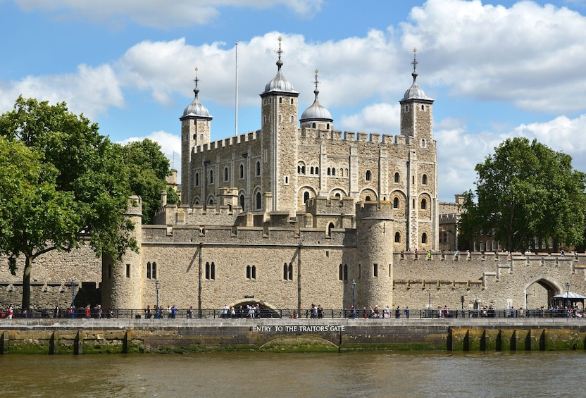Åpne bilde 2 av 10. London Hop-On Hop-Off Bus Tour with Top Attraction Tickets