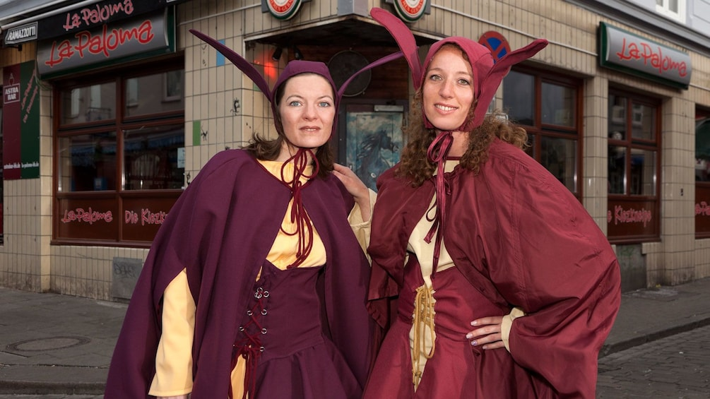 Tour guides historical costume in Hamburg