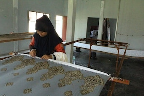 7D6N Stay in traditional house, learn to do BATIK print & explore Kota Bhar...