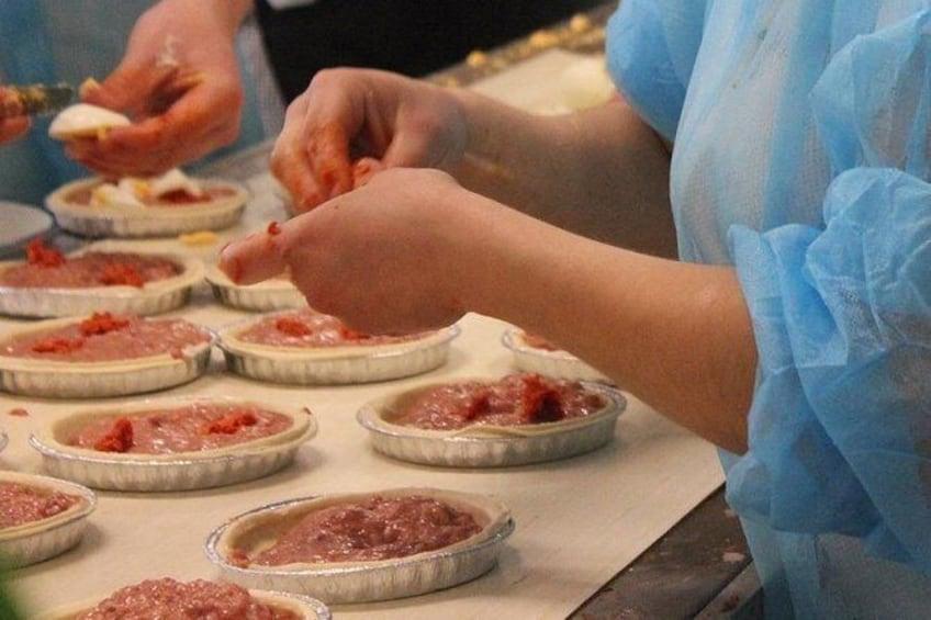 Show item 1 of 8. Gastronomic Workshop: preparation of the Meatloaf