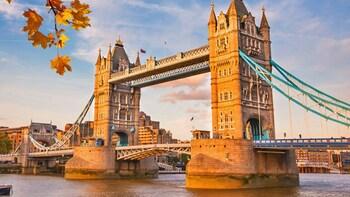 Tower Bridge Ticket & Hop-On-Hop-Off River Cruise
